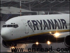 Fuel price fall bolsters Ryanair 油价下降助Ryan